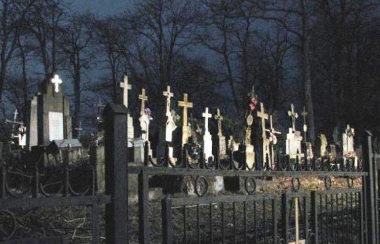 В Ужгороді бракує місць небіжчикам
