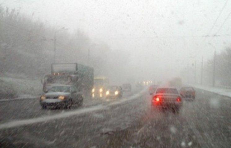 Закарпатські синоптики попереджають водіїв про погані погодні умови