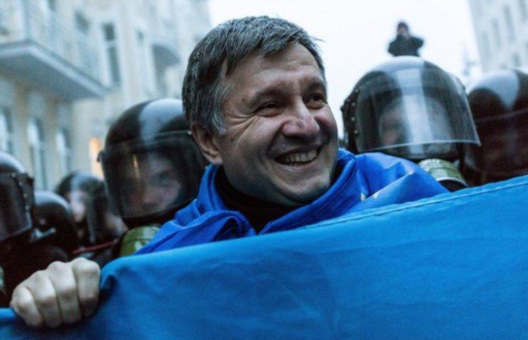 """Не стоит ли Авакову отправить отсталых """"ментов"""" в армию"""