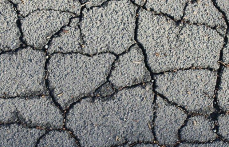 На Борщагівській знову аварія: Дорогу залило водою і піском