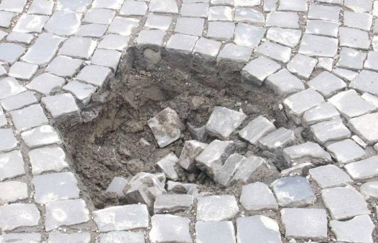 Ужгородські депутати ризикують провалитися крізь землю. У прямому значенні