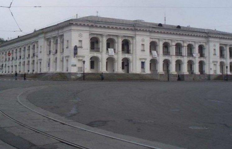 До кінця грудня будівлю Гостиного двору законсервують (ДОКУМЕНТ)