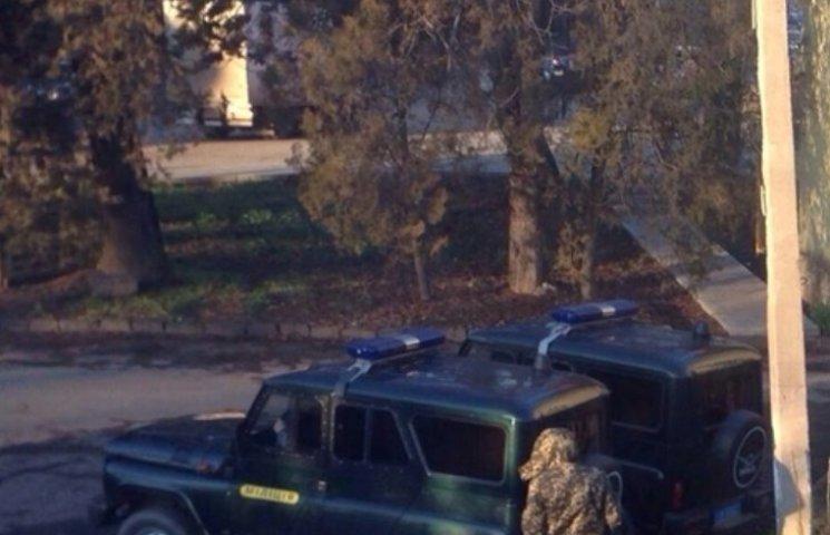 В Ужгороді поліція блокувала виїзд з офісу екс-мера Ратушняка
