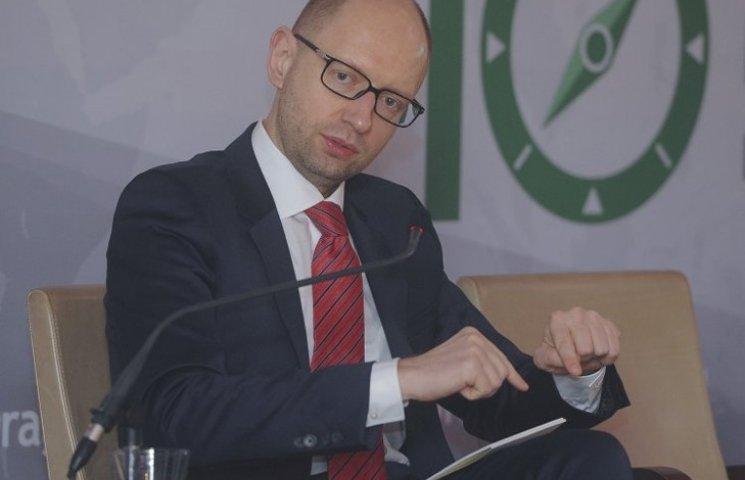 Почему Яценюк молится на МВФ