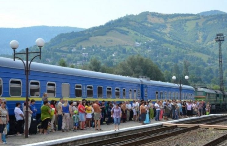 """Укрзалізничний Миколай подарував потяги до Румунії Чернівеччині. Закарпаття - в """"прольоті"""""""