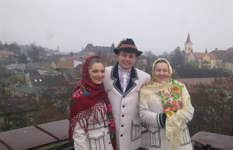 В Ужгороді першу колядку заспівали на даху багатоповерхівки