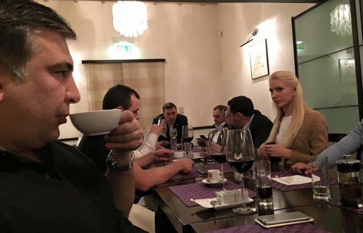 """Саакашвілі готує """"чайний бунт"""" з младореформаторами"""