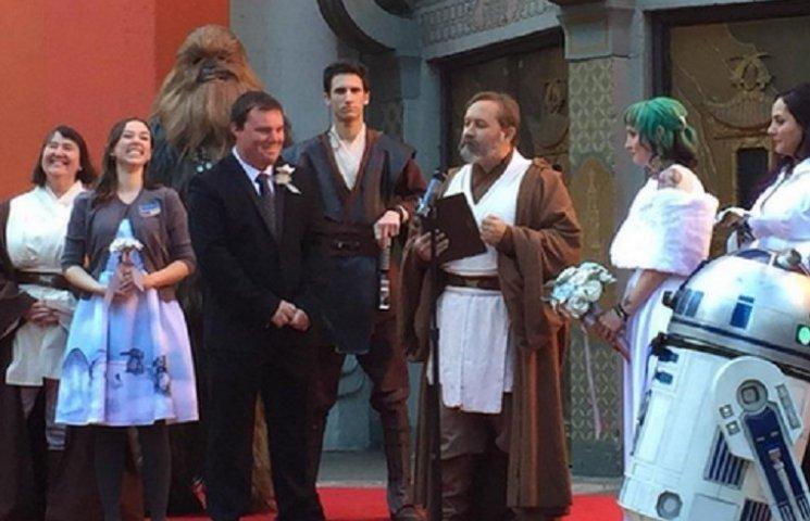 """Как фанаты """"Звездных войн"""" поженились на премьере нового фильма в США"""