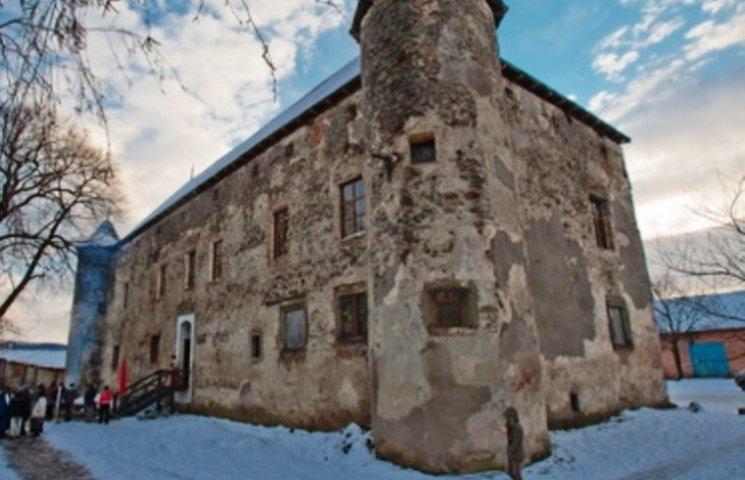 На Миколая у замку Сент-Міклош - одразу кілька потужних акцій