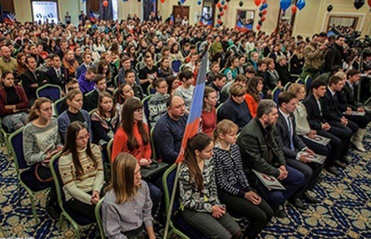 """У """"ДНР"""" створили дитячу організацію з ликом Захарченка (ФОТО)"""