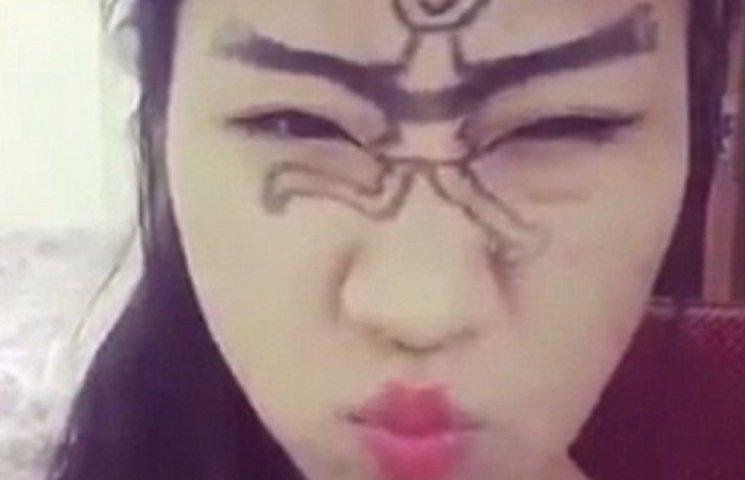 """Как китайцы фанатеют от """"танцев бровями"""""""