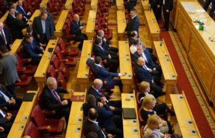 Закарпатські депутати планують відремонтувати сесійну залу за 1,8 млн грн