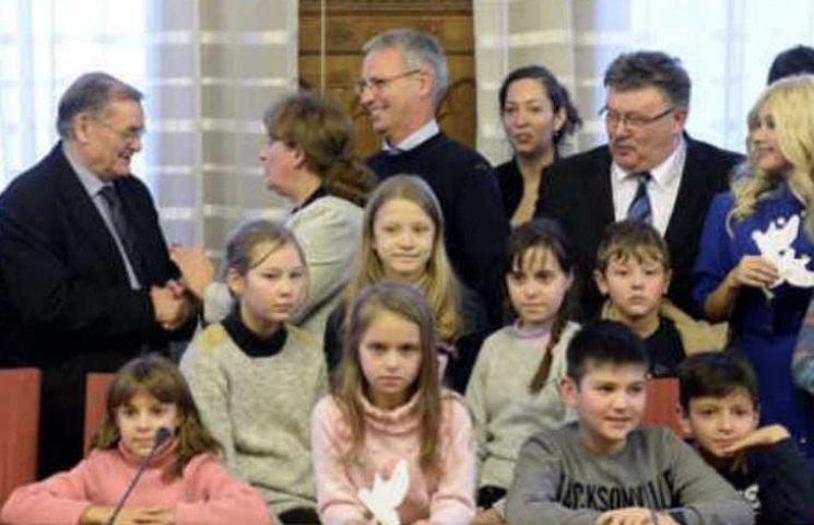 Маленькі українці колядували в Угорському парламенті