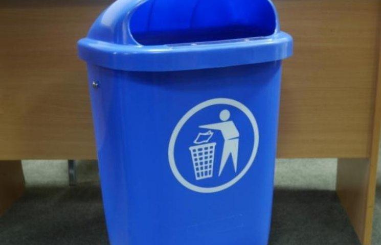 Мер Ужгорода придумав, як відучити містян красти сміття із баків