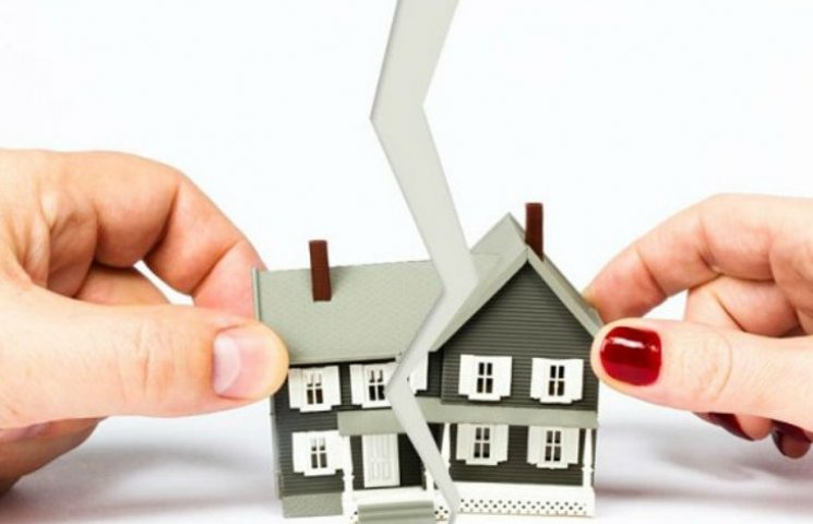 За комунальні борги у киян можуть арештувати та відібрати квартиру