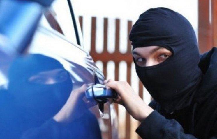 На Вінниччині студенти вкрали автівку