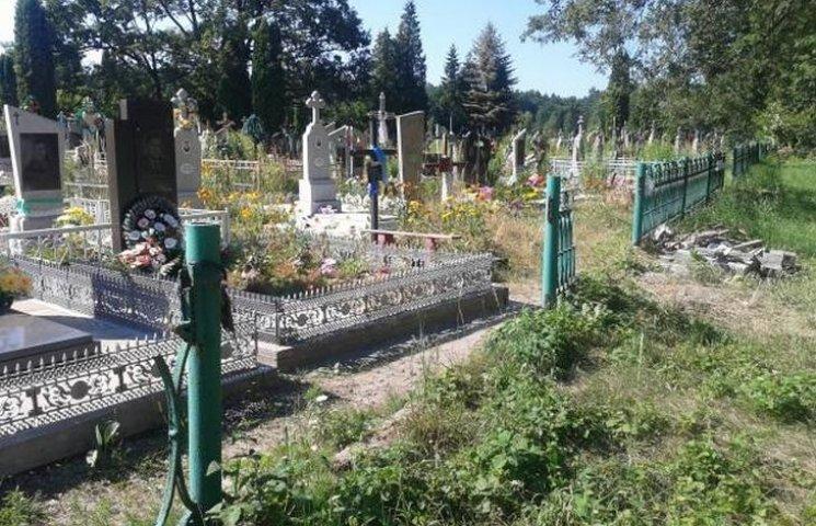 На Вінниччині селянин обкрадав могили