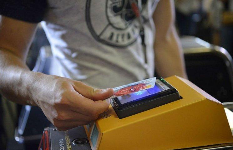 Проїзд у столичному метро можна оплатити безконтактною карткою