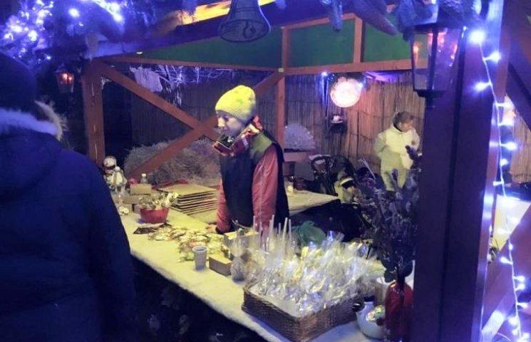 """В Ужгороді """"Цімбори"""" влаштували благодійне різдвяне містечко"""