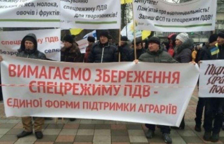Под Радой митингуют аграрии (ФОТО)