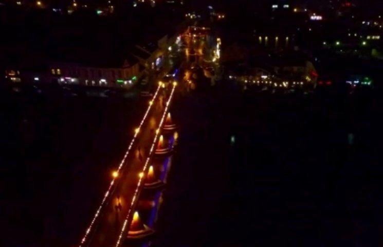 Фантастичні кадри: Як виглядає Ужгород у Різдвяну ніч