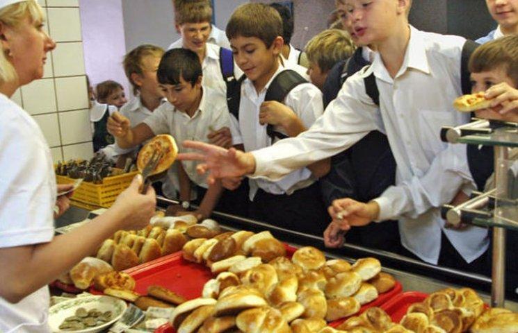 Майже чверті учнів на Сумщині доводиться харчуватися у школах всухом