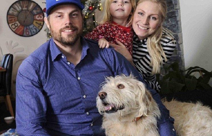 Як собака, якого знайшли на Амазонці, святкує перше Різдво у Швеції