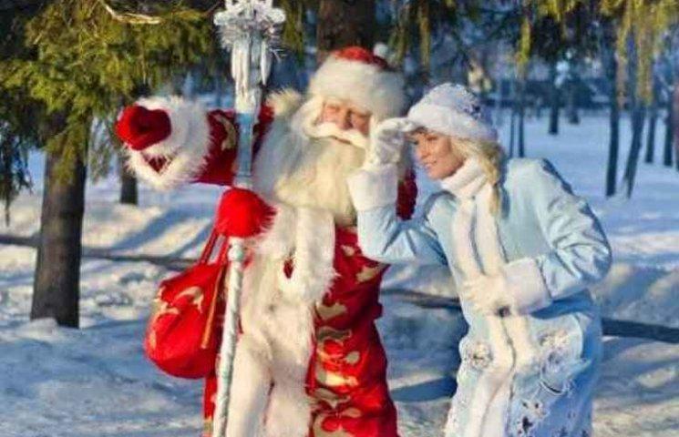 """У Вінниці Маша і Ведмідь """"відберають хліб"""" у Діда Мороза та Снігуроньки"""