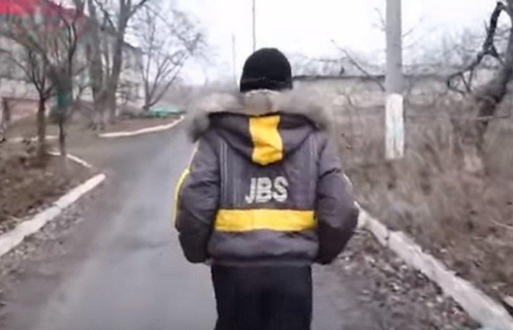 """Як школярі з """"сірої зони"""" отримують завдання в """"ДНР"""" (ВІДЕО)"""