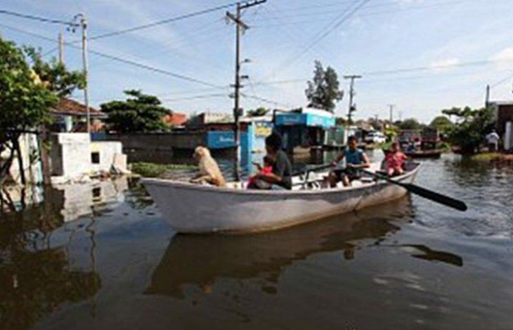 У Південній Америці 150 тис. людей залишили домівки через повінь