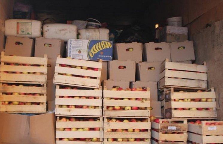 Вінничани відправили на Схід чотири тонни яблук та тонну солодощів