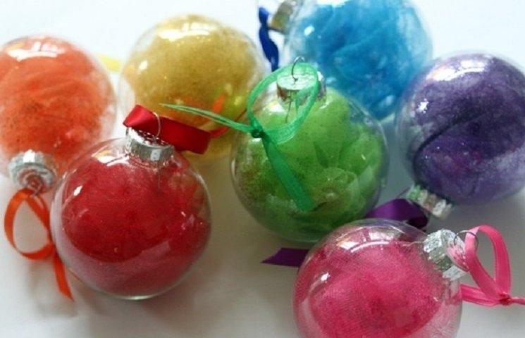 ТОП-10 найяскравіших способів прикрасити кульки для новорічної ялинки