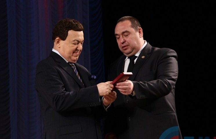 Кобзон в окупованому Луганську отримав орден від Плотницького