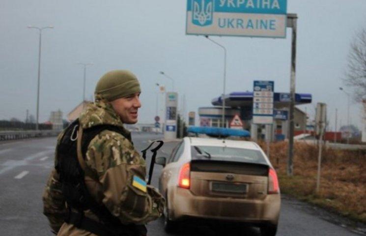 В'їзди-виїзди з Закарпаття посилили двома сотнями поліцейських