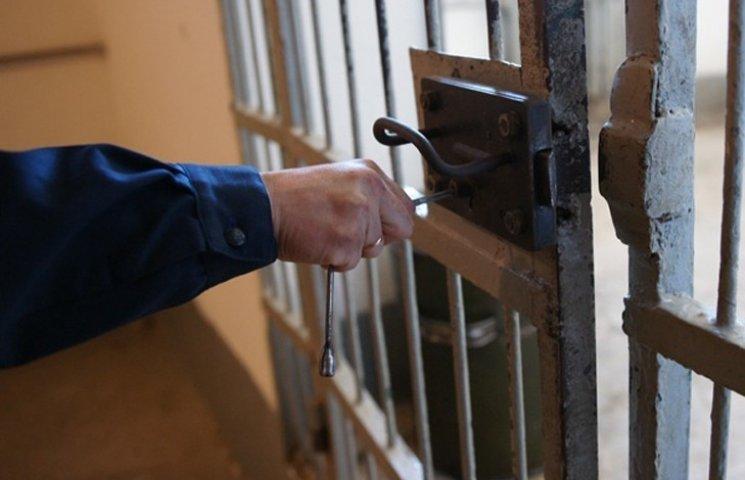 У Сумах затримали телефонного афериста, якого підозрюють у десятку епізодів шахрайства