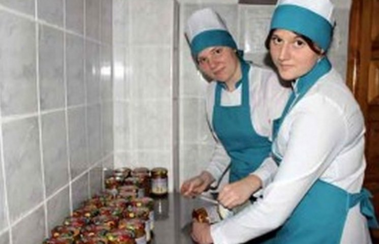 Винничане передали в АТО 250 литров витаминной смеси и тысячу пирожков