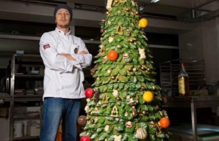 Мукачівський кондитер створив гігантську ялинку з білого шоколаду