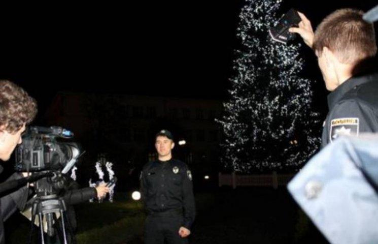 Креатив від закарпатських копів: поліцейські знялися у новорічному відеоролику