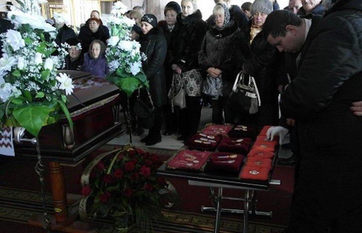 На похорон до головного вінницького поліцейського приїхали відомі політики і шоумени