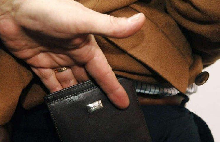 Користувачі соцмереж опублікували фото кишенькових злодіїв у транспорті Києва