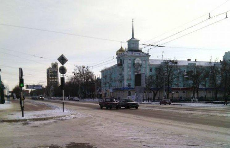 Окупований Луганськ вражає своєю порожнечею в останній день року (ФОТО)
