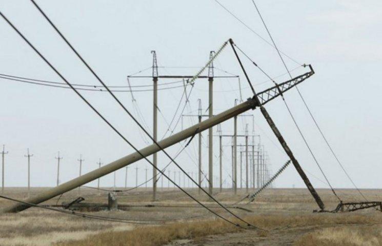 Опора ЛЭП на границе с Крымом рухнула из-за подрыва, - полиция