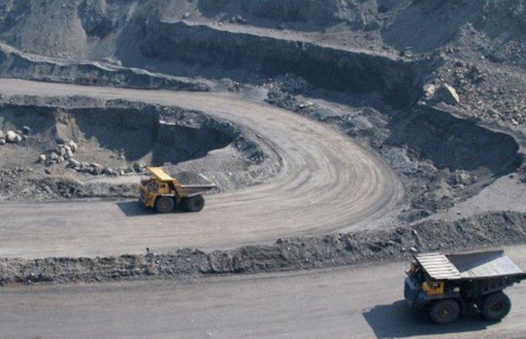 Полиция расследует вывоз государственной руды меткомбинатом Ахметова
