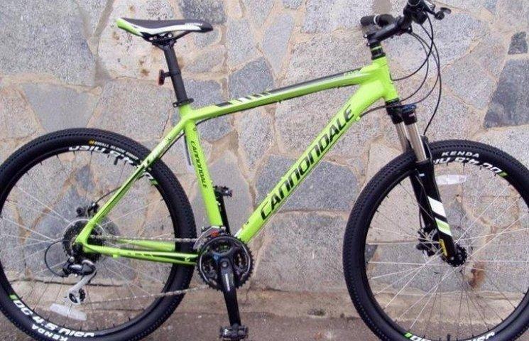 У жены погибшего киборга-десантника украли велосипед