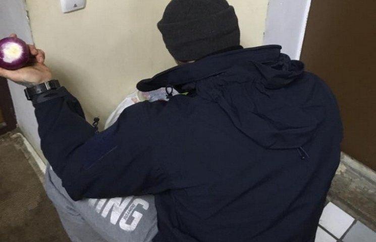 В Днипре бойцы делали волонтерам салат в военном госпитале