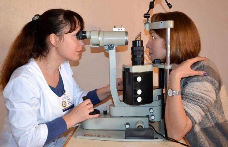 В Днипре врачи подарили волонтерам медосмотр