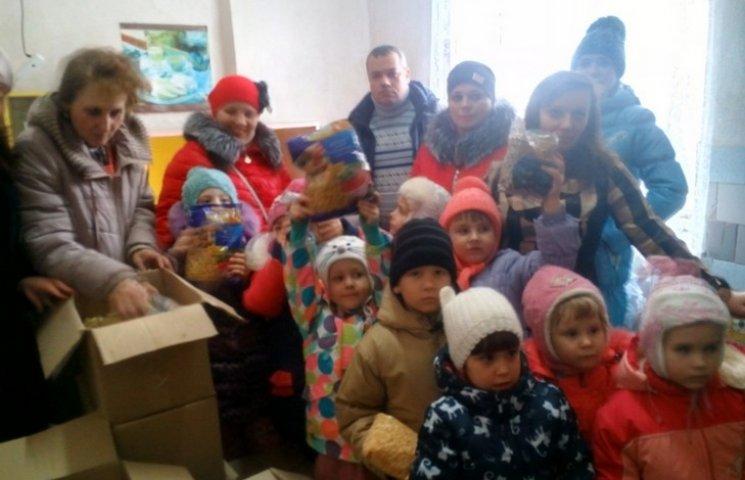 Маленькі козятинці зібрали подарунки українським захисникам