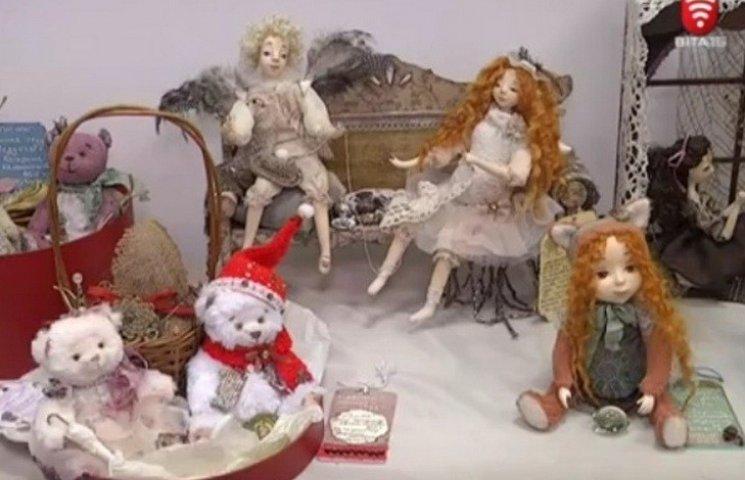 У педунівері розгорнулося містечко ляльок