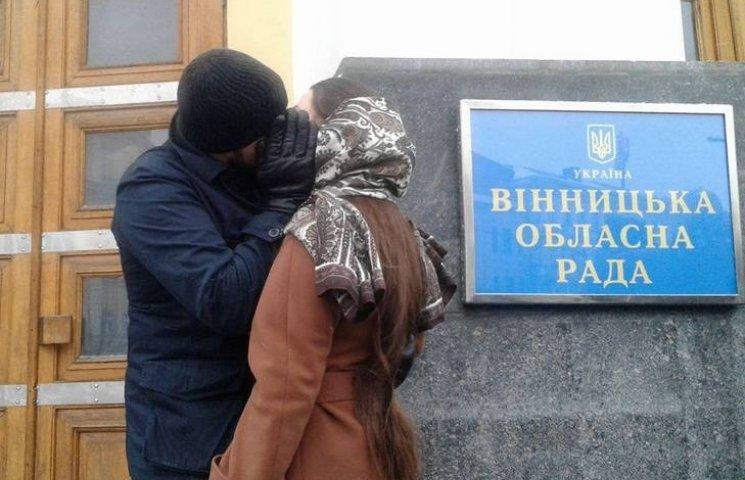 Замість мітингу - поцілунки: Юрій Хорт показав, як скучив за своєю дівчиною