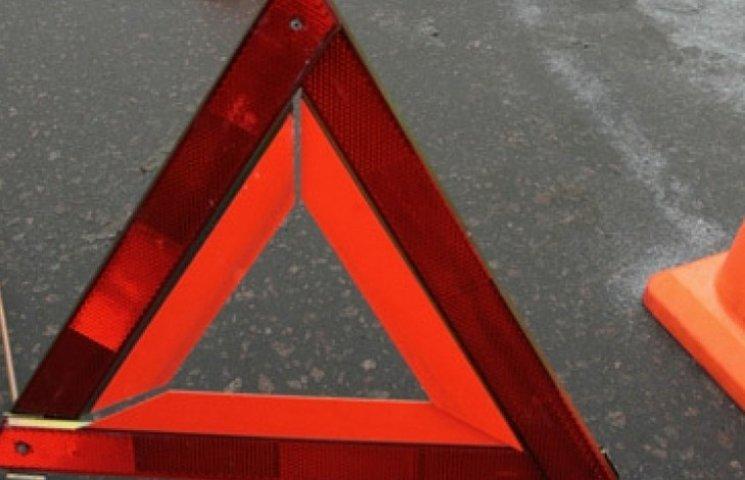Після ДТП на Вінниччині водія зі сталевих обіймів машини визволяли рятувальники